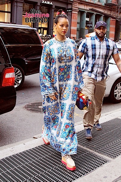 Singer Rihanna spotted in an Indian-inspired Versace outfit in New York City, New York on May 29th. Pictured: Rihanna, Robyn Fenty Ref: SPL1293323 310516 Picture by: Said Elatab / Splash News Splash News and Pictures Los Angeles:310-821-2666 New York:212-619-2666 London:870-934-2666 photodesk@splashnews.com