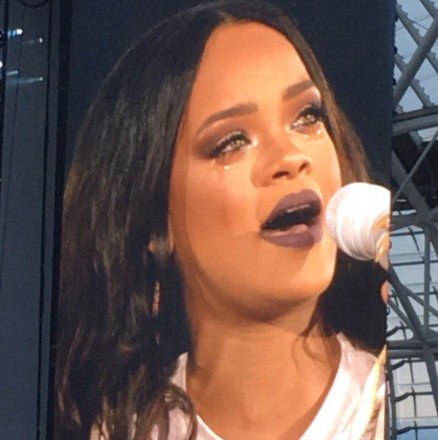 Rihanna Breaks Down In Tears On Stage [VIDEO]