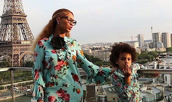 Beyonce, Jay Z & Blue Ivy Play Tourist in Paris [Photos]