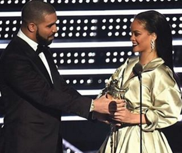Drake Presents Rihanna With Award, Professes His Love To RiRi + See VMA Winner List!