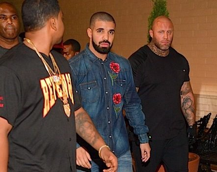 Drake Tour Bus Robbed, 2 Million Dollars Worth of Jewelry Stolen