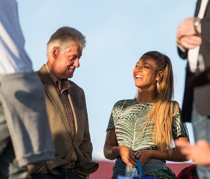 Beyonce Celebrates 35th Birthday With Jay Z , Bill Clinton, Kelly Rowland & Lala Anthony At 'Made In America Festival' [Photos]