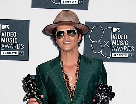 Bruno Mars Accused of Culturally Appropriating Black Music – He's A Karaoke Singer! [Social Media Erupts]