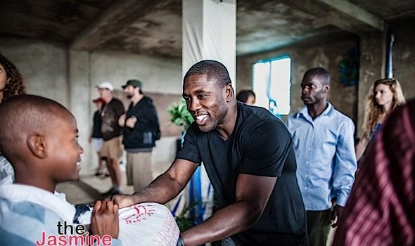 Andre Berto Gives Back to Hurricane Matthew Victims [Photos]