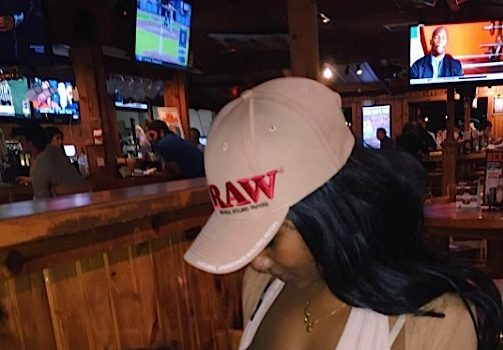 Zola The Stripper Openly Breastfeeds At Hooters [Photo]