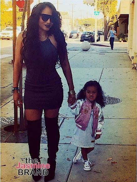 Erykah Badu Shades Skinny B*tches In Her Panties, Iggy Azalea Shows Off Her Fatty + Jada Pinkett-Smith, Karrueche Tran, Sevyn Streeter, French Montana, John Legend