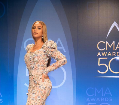 """Beyonce Rocks Zuhair Murad To CMA's, Performs """"Daddy Lessons"""" With Dixie Chicks [VIDEO]"""