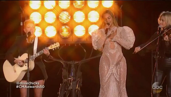 "Beyonce Rocks Zuhair Murad To CMA's, Performs ""Daddy Lessons"" With Dixie Chicks [VIDEO]"