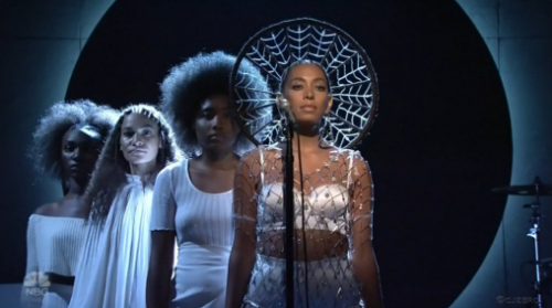 "Watch Solange Knowles SNL Performance: ""Don't Touch My Hair"" & ""Cranes In the Sky"""