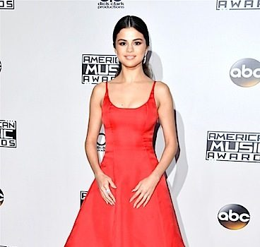 Selena Gomez Admitted Into Psychiatric Facility, After Having Emotional Breakdown & Trying To Rip IV's Out