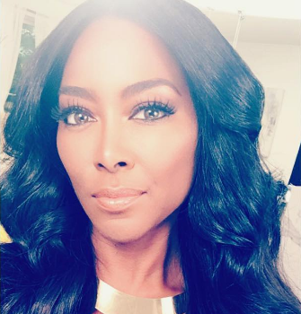 Kenya Moore Threatens To Shoot Fans Who Pop Up At Her Home: I will bust a cap in your a**! [VIDEO]