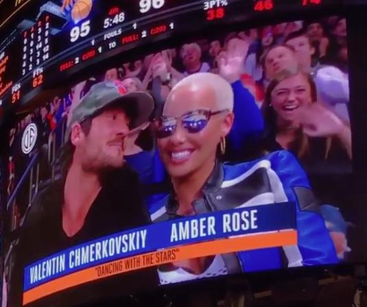 Amber Rose & Boyfriend Share PG-13 Kiss For Knicks Fans [VIDEO]