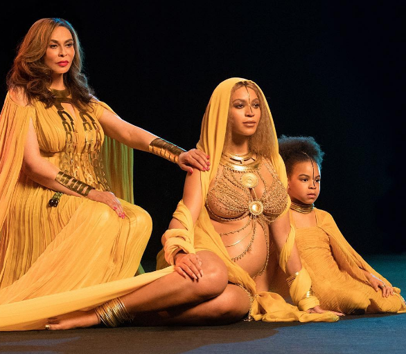 A Pregnant Beyonce Performs At The Grammys!