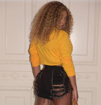 Beyonce Rocks FILA Belly Shirt, Ripped Jeans to Kendrick Lamar Concert [MILF ALERT]