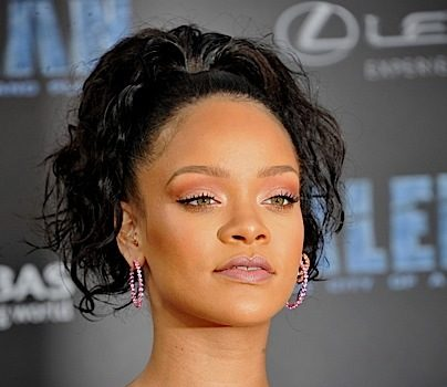 Rihanna Hosts FENTY Pop-Up Shop In Paris [VIDEO]