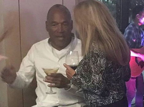 O.J. Simpson Hits Las Vegas Bar, Chats w/ 2 Blondes [Celebrity Stalking]