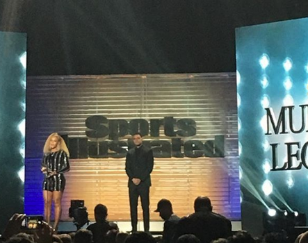 Beyoncé Makes Surprise Appearance, Presents Colin Kaepernick With Award [VIDEO]