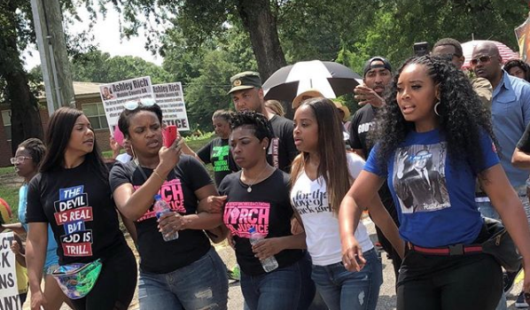 Yandy Smith Protests Waffle House