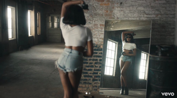 "Azealia Banks Drops ""Anna Wintour"" Video"