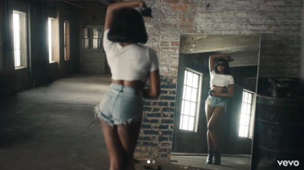 "Azealia Banks Drops ""Anna Wintour"" Video"