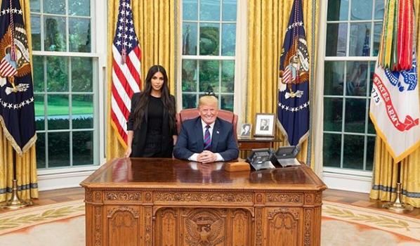 Trump Poses w/ Kim Kardashian – We Had A Great Meeting! [Photo]