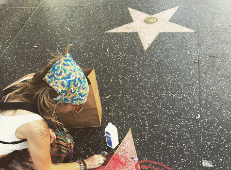 Paris Jackson Removes Graffiti From Hollywood Star – Some People Have No Respect!