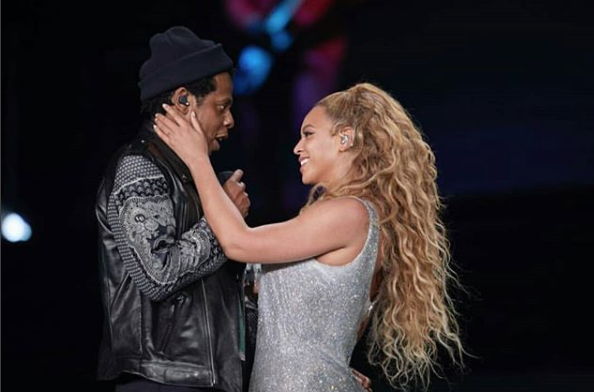 Beyonce & Jay Z Serve Serious PDA On Stage