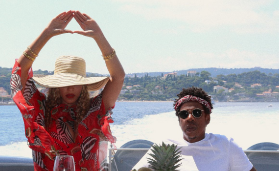 Beyonce's European Vacation Prove She's NOT Pregnant! [Photos]