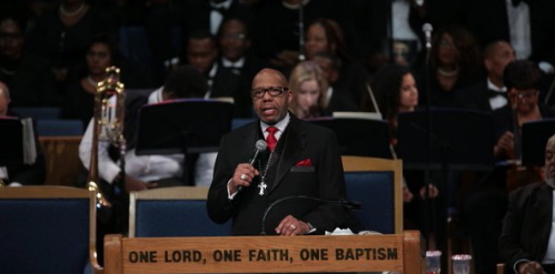 Aretha Franklin Funeral – Pastor Accused of Homophobia, Racially Insensitive Joke Made About Ariana Grande
