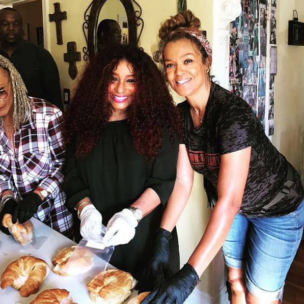 Chaka Khan Spotting Feeding Homeless On Skid Row