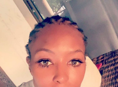 Naomi Campbell Removes Makeup & Extensions For Stunning Bare Faced Photo!