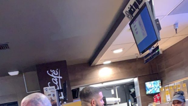 Drake Gives $20,000 To 2 McDonald Employees! [Photo]