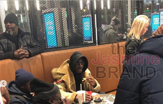 R.Kelly Leaves Jail, Spotted At McDonald's [VIDEO]