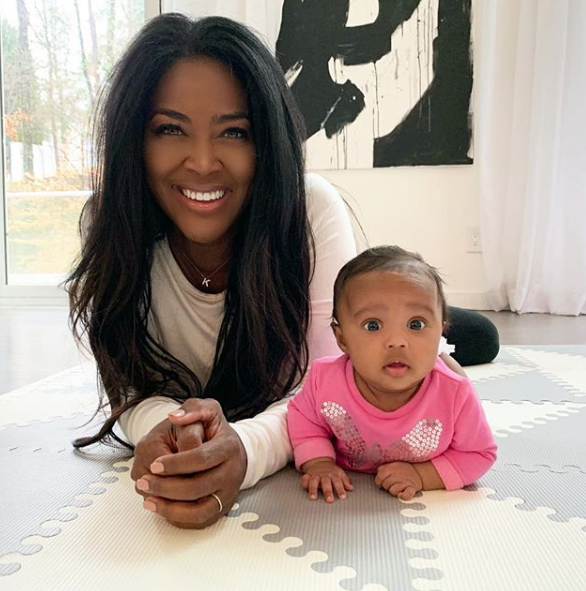 Kenya Moore Kicked Out Of Restaurant For Changing Daughter's Diaper!