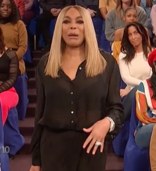 Wendy Williams Bursts Into Tears, Reveals She's Living In A Sober House [VIDEO]