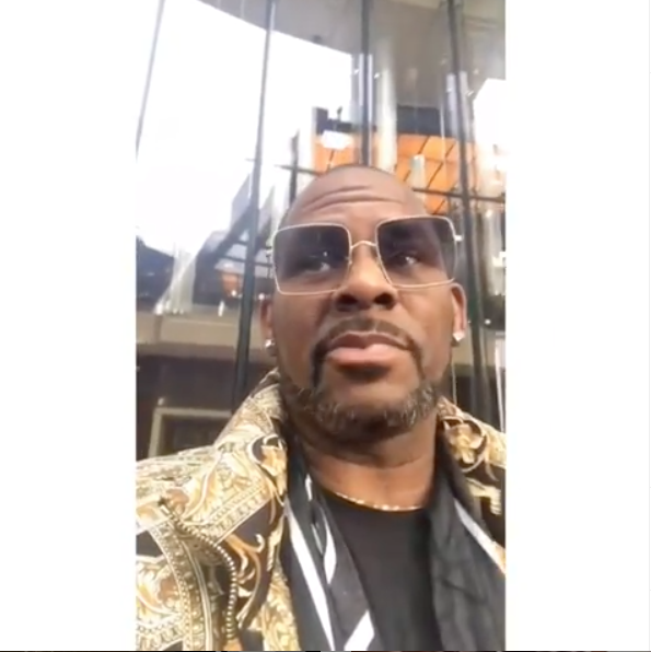 R.Kelly Asks Media To Take It Easy On Him – I'm Hosting A Party, This Is How I Gotta Get Paid Right Now [VIDEO]