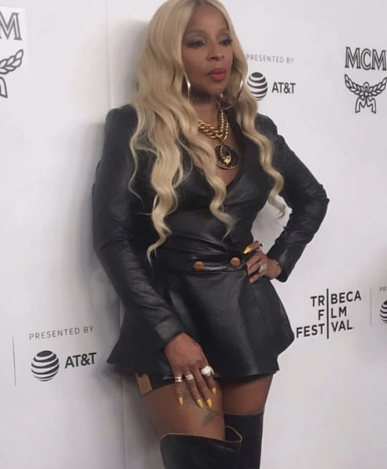Mary J. Blige Is Aging Backwards As She Stuns In Leather