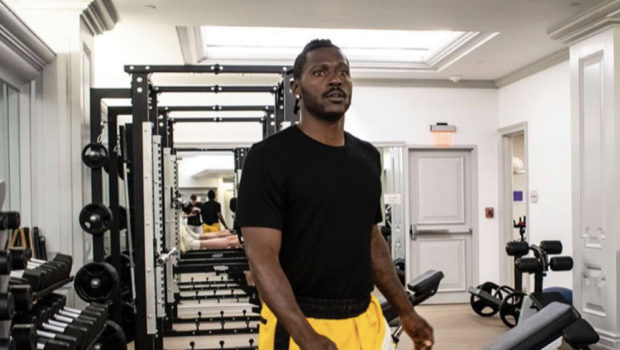 Antonio Brown Apologizes To Patriots Owner Robert Kraft: Sorry For The Bad Media & Drama!
