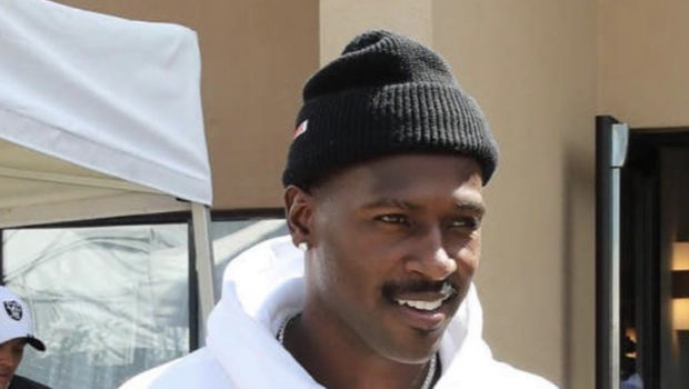 Antonio Brown Posts Text Message From Doctor Suing Him For Skipping $11k Bill & Farting In His Face