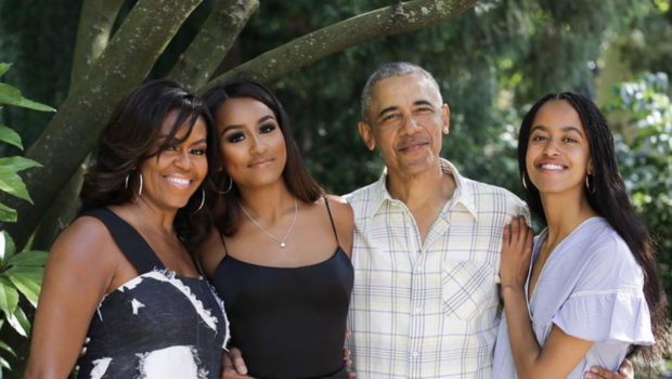 The Obama's Pose For Adorable Family Thanksgiving Photo!