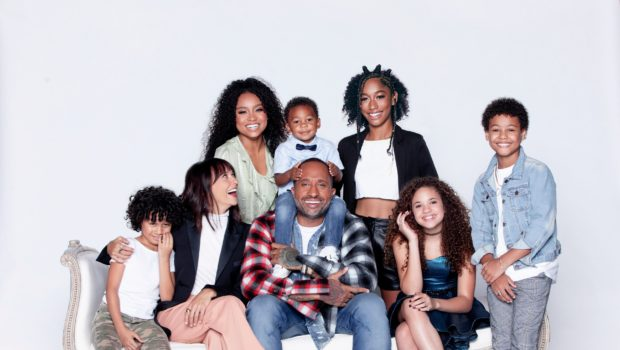 "Kenya Barris Responds To Criticism Over His Show's Light-Skinned Cast: ""What Do You Think Rashida Jones & I's Kids Would Look Like?"""