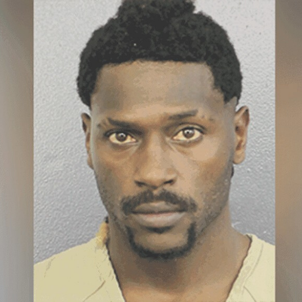 Antonio Brown Turns Himself In To Ft. Lauderdale Police Following Arrest Warrant