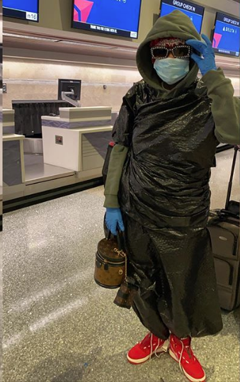 Summer Walker Wears Mask & Garbage Bag To Avoid Coronavirus At Airport [Photo]