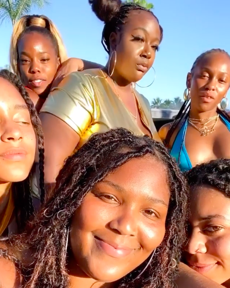 Lizzo Soaks Up The Sun While On Vacation W/ Friends: We All Took COVID-19 Tests!