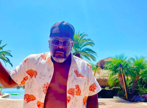 Cedric The Entertainer is 'Zaddying' & Showing Off His 'One Ab' In New Photo