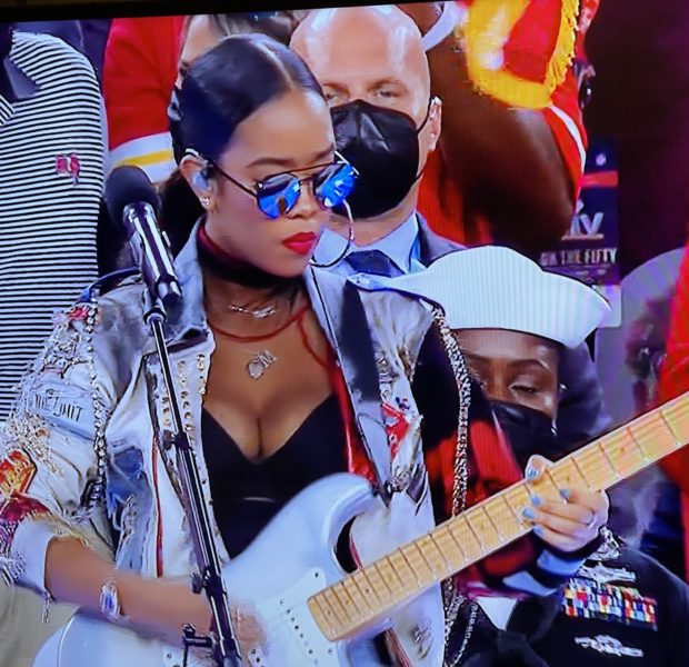 """Watch H.E.R. Sing """"America the Beautiful"""" At The Super Bowl [VIDEO]"""